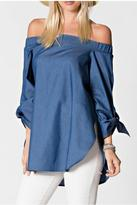 armario-de-la-bella-off-shoulder-denim-top